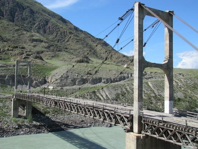 Висячий мост через Катунь у села Иня (Цаплинский мост)