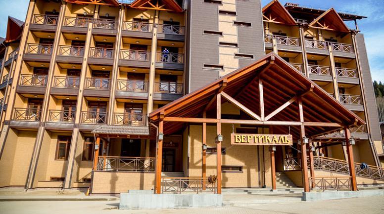 vhod_v_gostinicu_vertikal_v_poselke_romantik_ryadom_s_p_arhyz