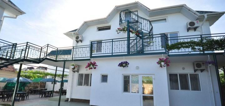 Гостиницы Черноморского