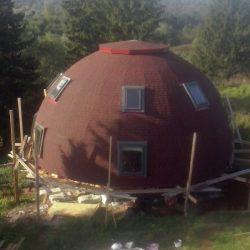 Для туристов в Пермском крае начали строить круглые качающиеся дома
