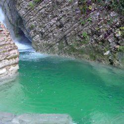Водопады в поселке Солоники