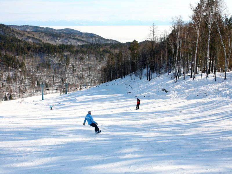 На коньках по озеру: чем удивит зимний Байкал?