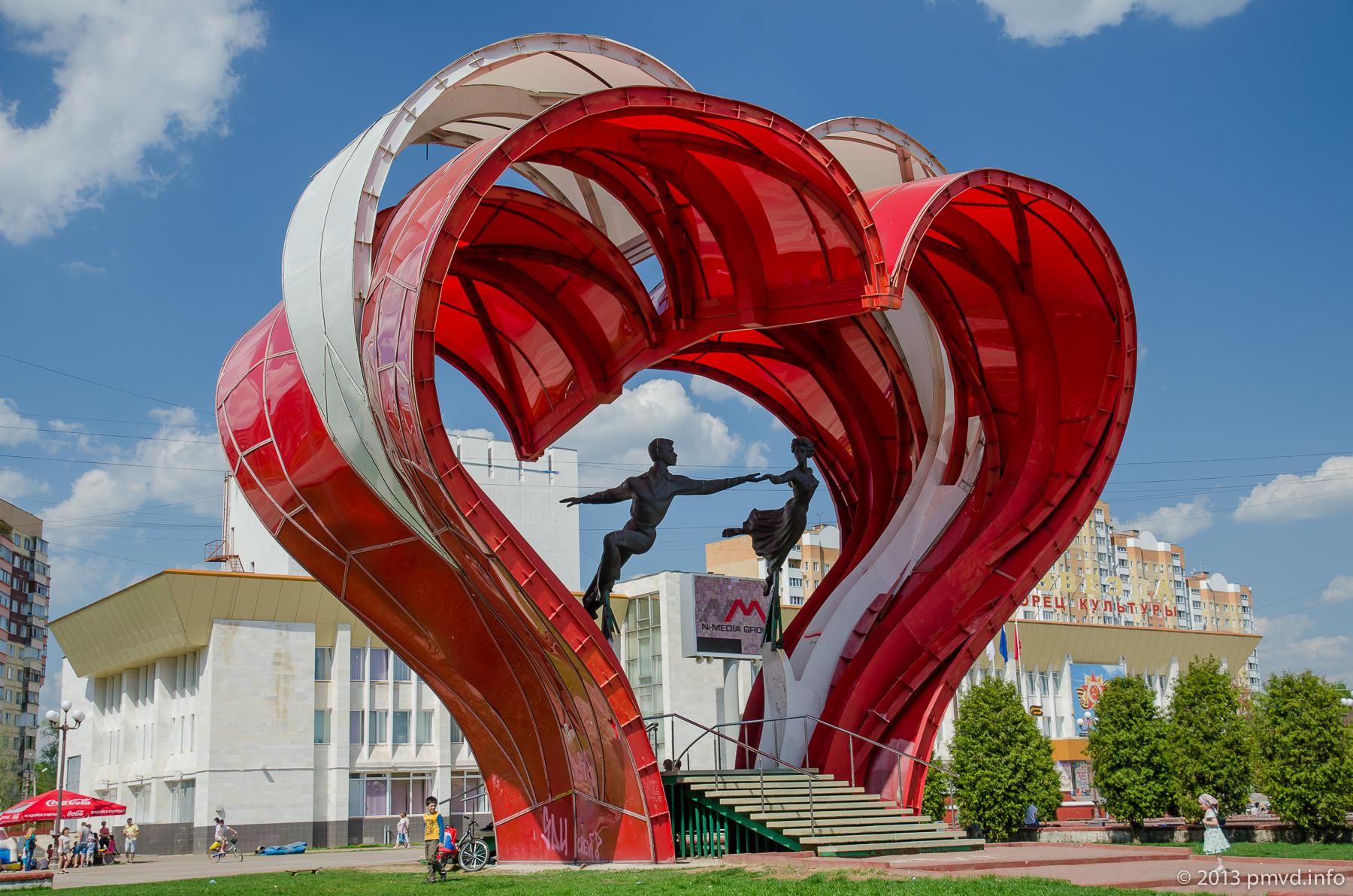 Где отметить 14 февраля: 5 самых романтичных памятников влюбленным в России
