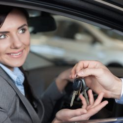 Где взять напрокат машину в Петергофе