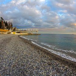 Массандровский пляж: за и против