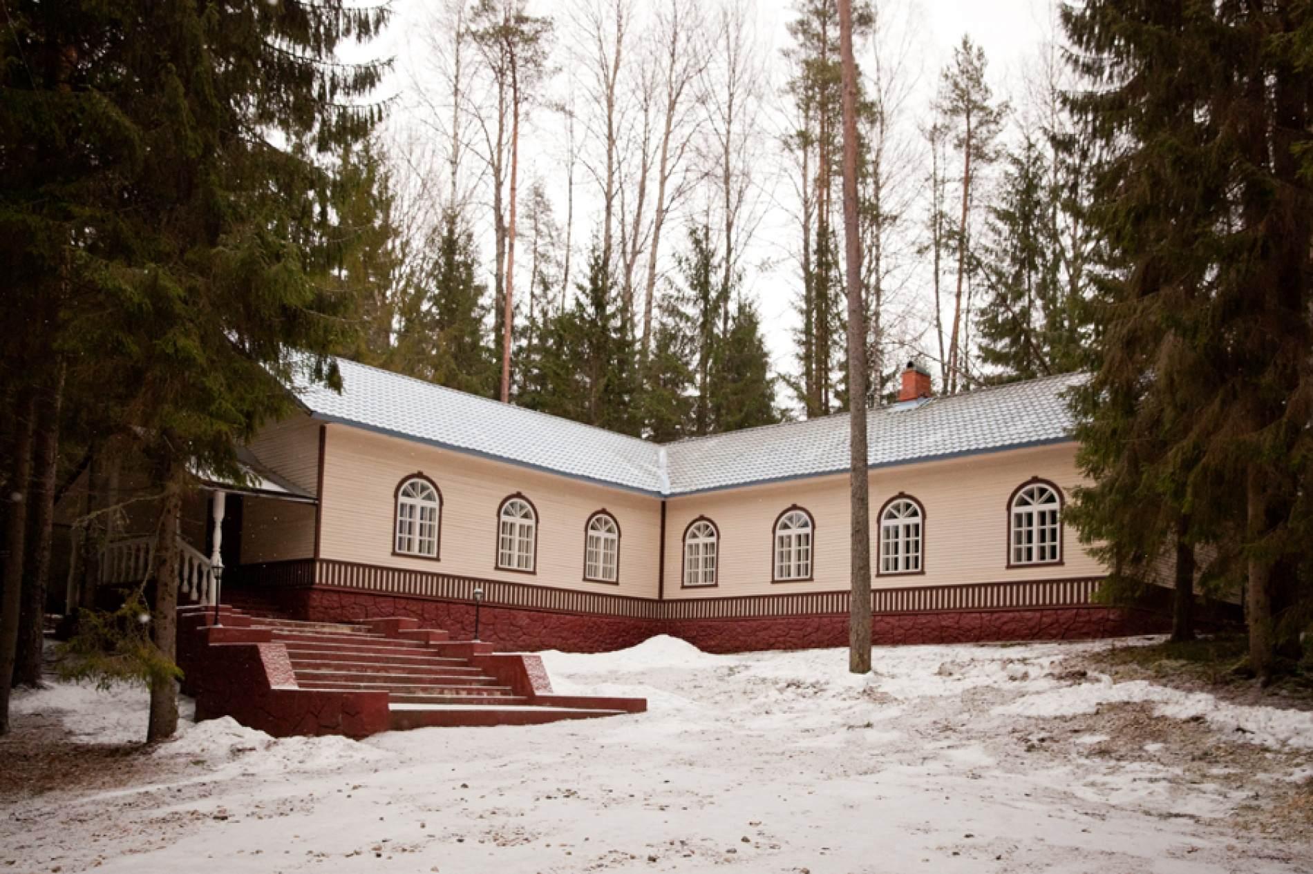 Путешествие из Петербурга в Москву: бюджетные базы отдыха в Новгородской области