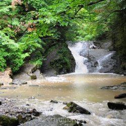 Водопады в Лоо