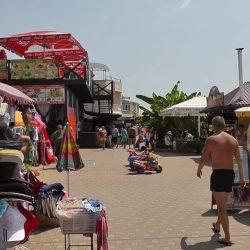 Рынки и магазины в Лоо