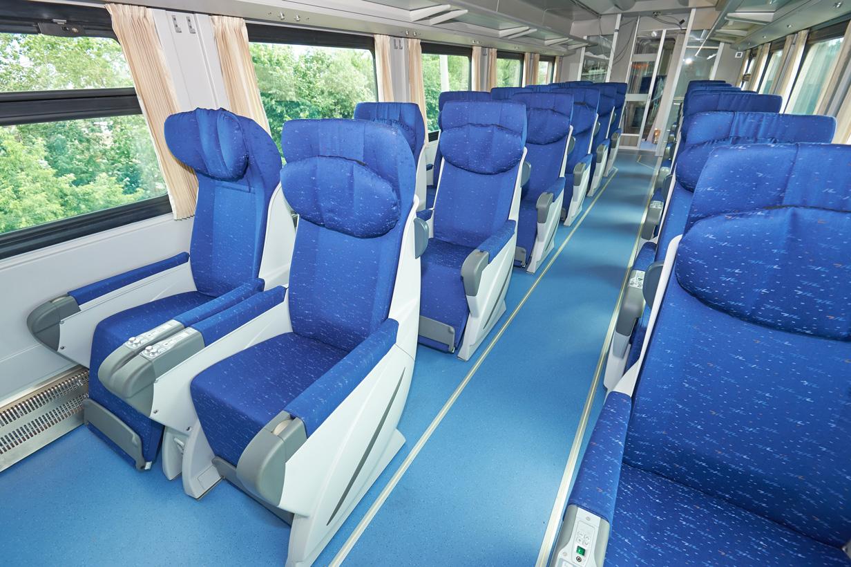 На майские праздники запустят туристический поезд № 928 из Москвы в Выборг и Рускеалу